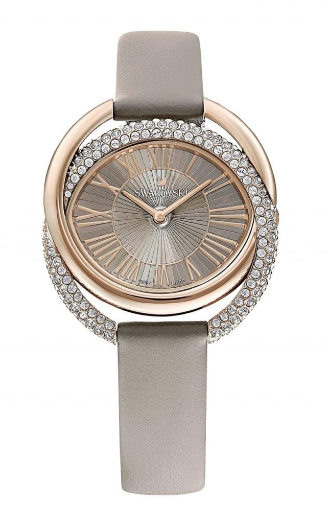 鑲嵌水晶的錶款增添時尚獨立感。(業者提供)