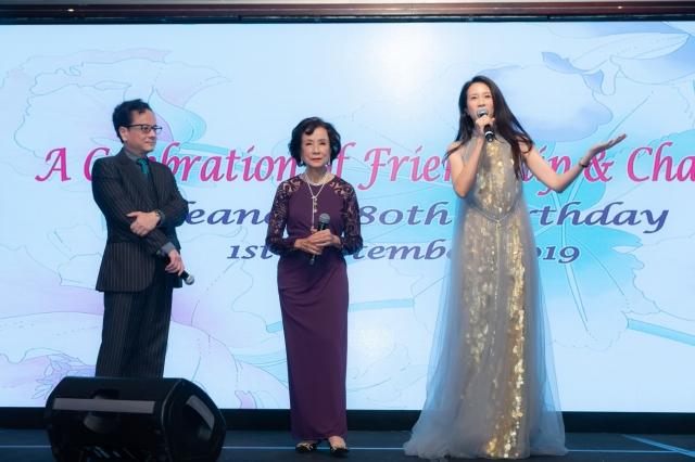 莫文蔚為母親慶祝80大壽(莫家寶貝提供)