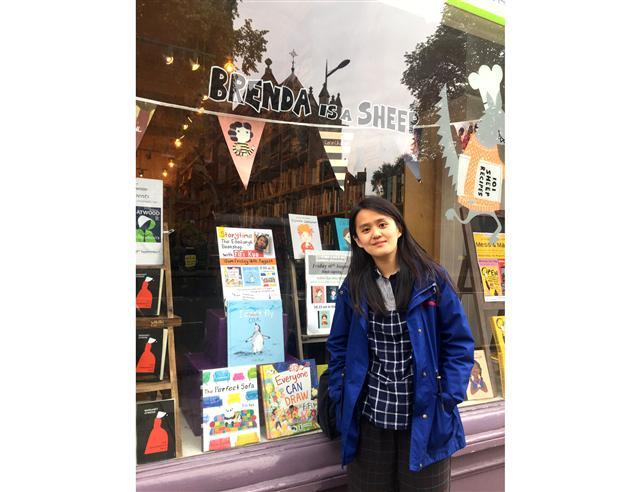 台灣繪本作家Fifi Kuo於愛丁堡知名獨立繪本書店The Edinburgh Bookshop舉辦說故事活動。(文化部提供提供)