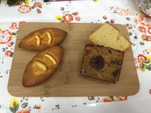 法布甜股份有限公司製作的橘子蛋糕(左)、雙入蛋糕(右)。(攝影/施芝吟)