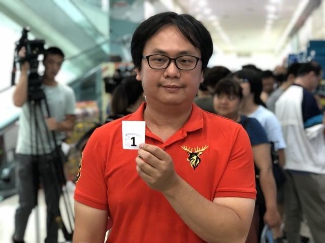 來自桃園的紀先生,9月8日6點多就出門到家樂福排隊,為了買給媽媽吃。