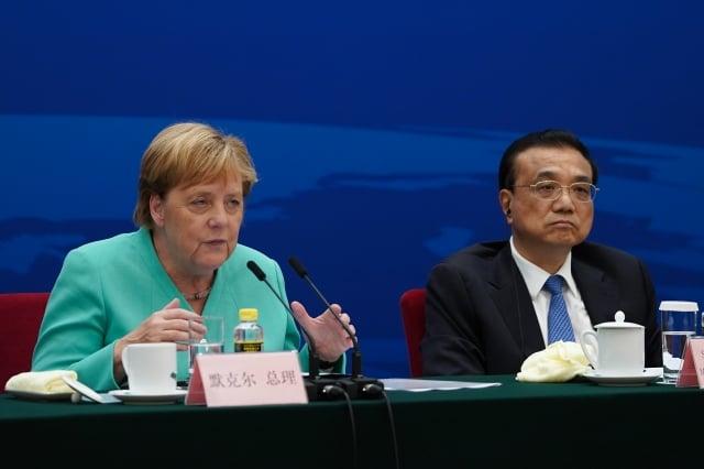 2019年9月6日,德國總理梅克爾(左)訪中,在北京出席德中論壇。(Andrea Verdelli / POOL / AFP)