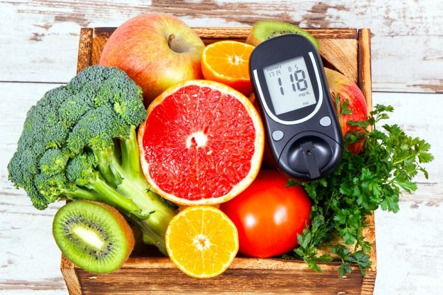 掌握烤蔬果菜代替烤肉、避免加工食品、節制烤肉醬攝取等原則,能減少熱量,更可吃進大量纖維質等營養素。(123RF)