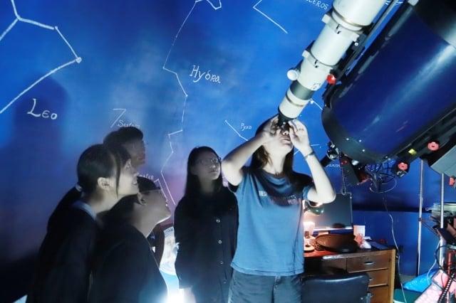 中原大學敦親睦鄰,中秋節當晚將開放天文台,歡迎民眾前往賞月,度過難忘的中秋佳節。(中原大學提供)