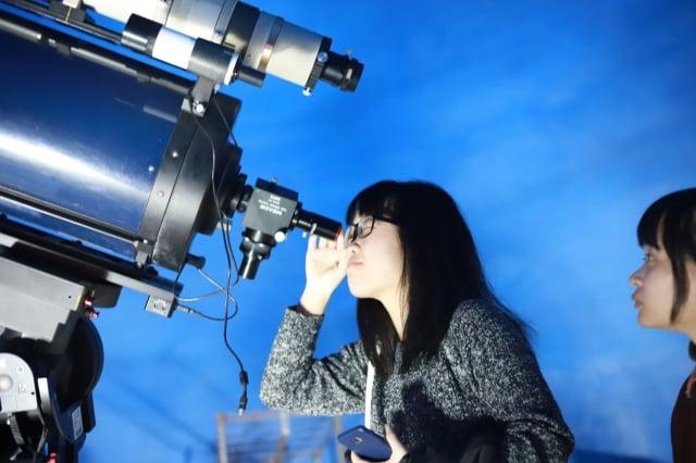 中原大學敦親睦鄰,中秋節當晚將開放天文台,歡迎民眾前往賞月。