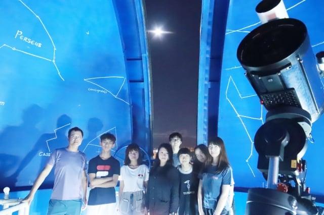 中原天文社由一群熱愛星空的學生組成,學生期待中秋賞月活動,歡迎民眾共襄盛舉。