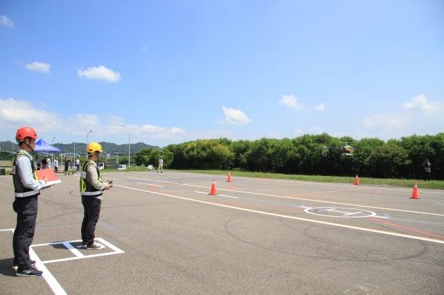 中科院專業飛手示範標準化術科測驗流程。