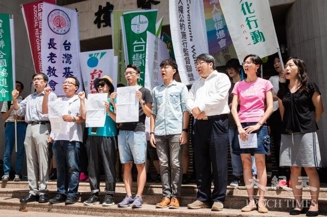由經濟民主連合等數十個公民團體共同發起的「929台港大遊行:撐港、反極權」活動,12日召開行動發布記者會,呼籲台灣社會共同加入聲援香港的行動。(記者陳柏州/攝影)