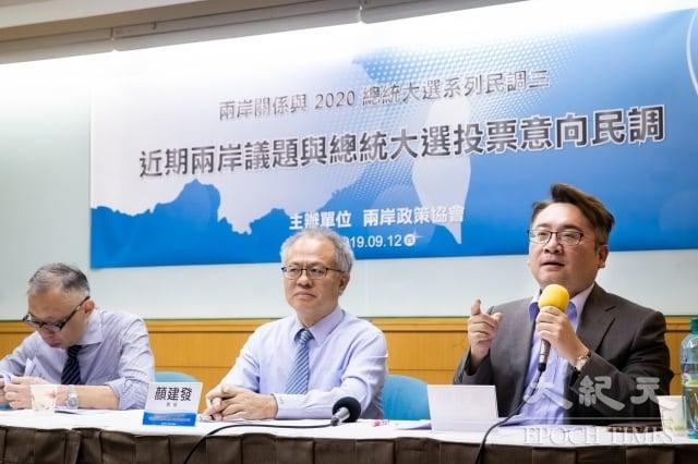 兩岸政策協會12日發表最新民調,對於「反送中」事件,高達51.6%台灣民眾贊成政府對香港的協助。(記者陳柏州/攝影)