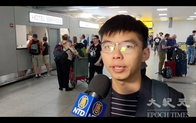 香港學運領袖黃之鋒9月12日下午抵達紐約甘迺迪國際機場。(記者黃小堂/攝影)