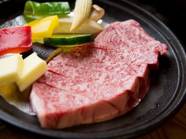 沒吃一次道地日本和牛,別說你來過日本!圖為兵衛向陽閣牛排。(業者提供)