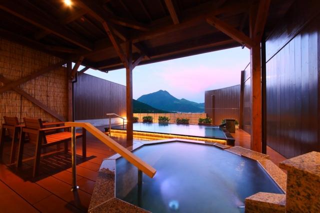 日本眾多溫泉地各具特色,圖為鬼怒川温泉。(業者提供)
