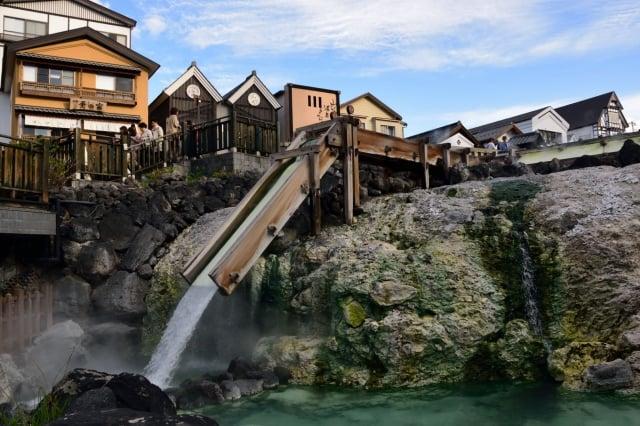 草津溫泉。(維基百科)