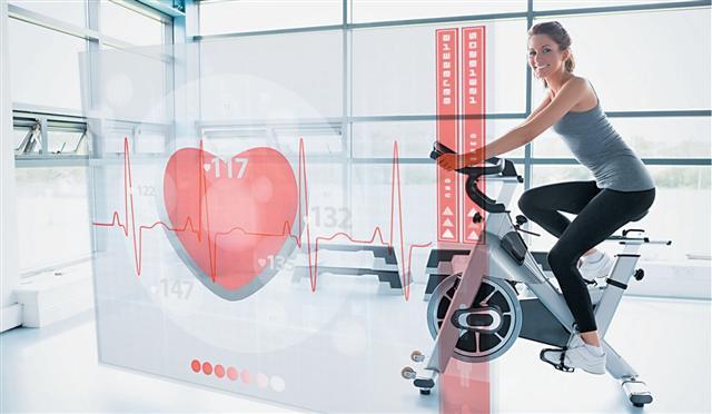 以上的運動訓練,切記要依三個階段進行:熱身階段、訓練課程階段、緩和階段。熱身運動及緩和運動時間均為5~10分鐘。(Fotolia)
