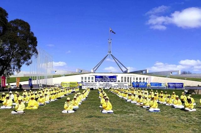 數百名澳洲輪功學員9月17至18日在首都坎培拉舉行活動,呼籲澳洲政府禁止迫害人權者入境。(記者安平雅/攝影)