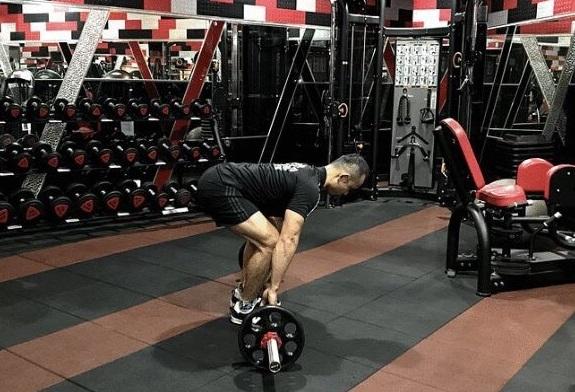 硬舉(進階版):訓練豎脊肌、背肌、臀肌、腿後肌。(業者提供)