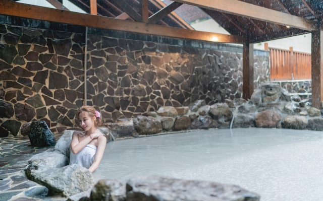 享受關子嶺泥漿溫泉。(台南市政府觀光旅遊局提供)