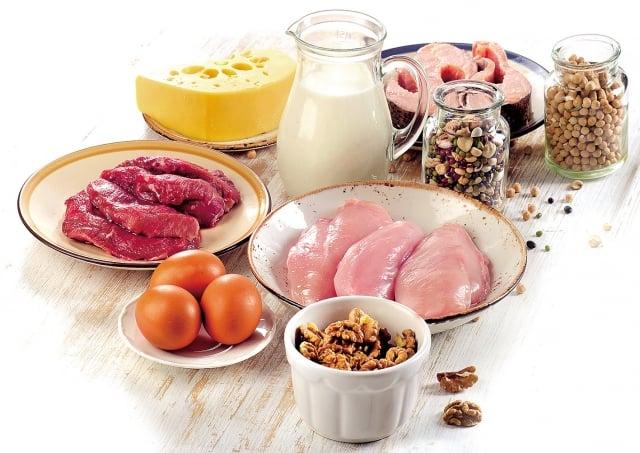 營養則是多補充維生素D與優質蛋白質,而蛋白質中的白胺酸是一種必需胺基酸,和著手,增加蛋、豆、魚、肉類的均衡攝取。(Fotolia)