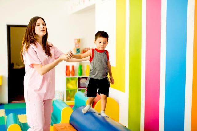過動症合併動作協調問題的孩子,經醫師轉介物理治療評估與療育。(shutterstock)