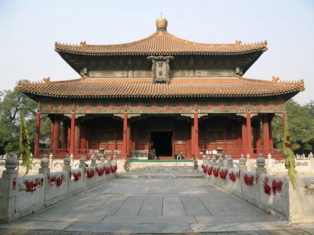在科舉盛行的年代,整個社會推崇聖人經典。治理國家以聖人教導的「齊家、 治國、平天下」的理念為基礎。圖為北京國子監辟雍殿。(維基百科)