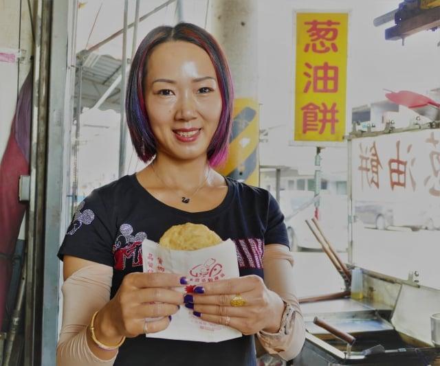 大雅賣蘿蔔絲餅的老闆娘。(攝影/鄧玫玲)