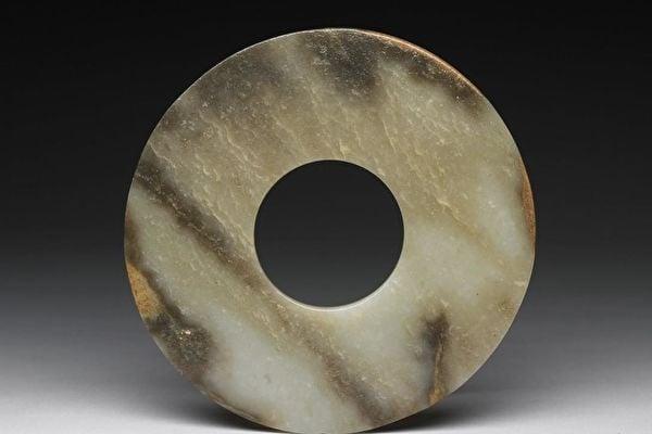 文雅的君子,就像經過仔細地切、磋、琢、磨的玉石一樣。圖為周朝玉環。(維基百科)