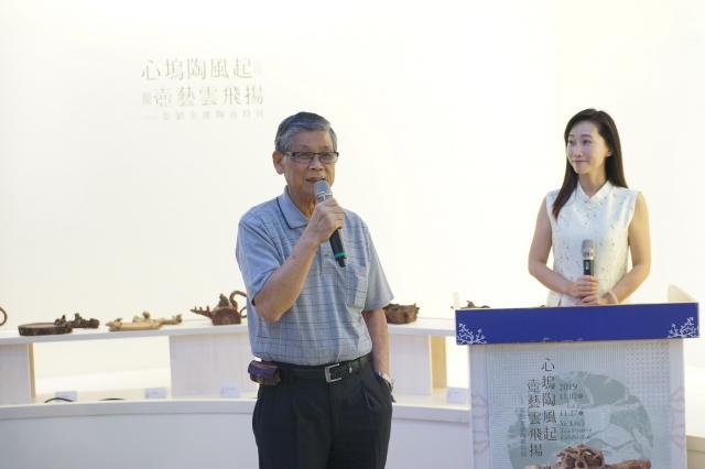 葉劉金雄老師歷經五十年的努力、自我挑戰不輟,以其陶土藝術的獨特風格,成就陶雕寫意的新境界。(桃園客家局提供)