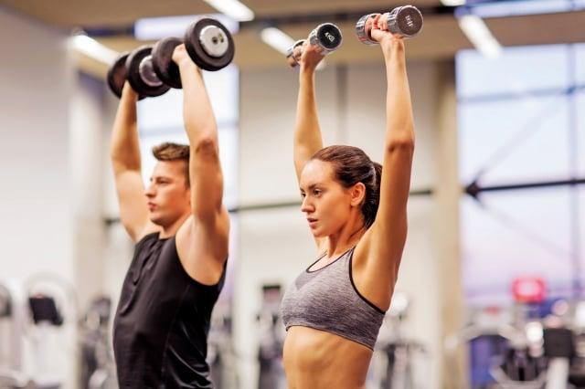 年輕人可以嘗試TABATA高強度間歇訓練法,可練出小腹六塊肌。(shutterstock)