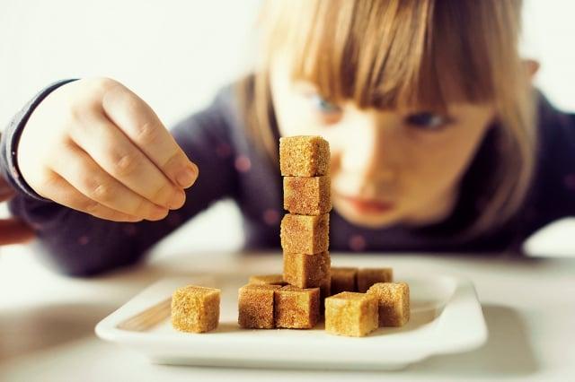 控制每日可以吃的糖量,有一個很容易記憶的計算方法,就是吃「體重的一半」。(shutterstock)