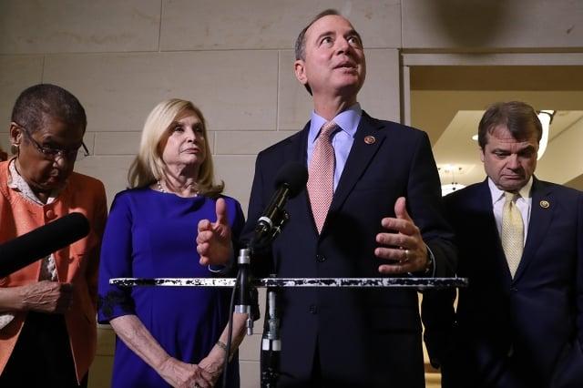 美國眾議院情報委員會主席謝安達(右2)宣布,將於11月13日首次公開舉行「通烏門」聽證。(Getty Images)