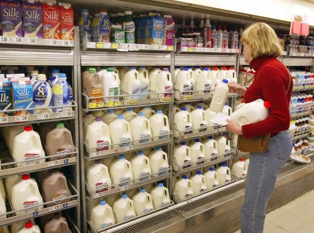全球牛奶價格一直在上升,現已達到多年新高,部分原因是中國消費者對奶製品需求的激增。(Tim Boyle/Getty Images)