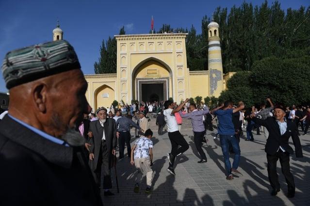 《環球郵報》說,一些外國視察人員抵達新疆的時候,街上所有人都是當局僱用的臨時演員,有時候乾脆由警察直接扮演。示意圖,圖為新疆街頭。(Getty Images)