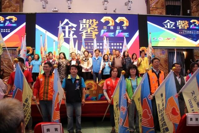 台東縣9日表揚第22屆「金馨獎」績優志工及績優志工團隊。(台東縣政府提供)