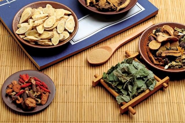 高麗菜味甘、性平,可益腎補髓,還記載高麗菜的種子主治「人多睡」就是嗜睡,吃了高麗菜可以讓人體力好、精神變好,高麗菜還能增加腦部的循環。(shutterstock)