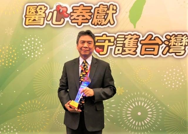 蔡輔仁醫師長期投入對台灣兒童川崎氏病的診斷與治療,獲2019年「台灣醫療典範獎」。(中國醫藥大學提供)