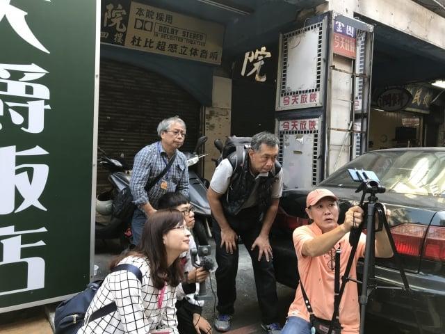 社區影像紀錄營隊-紀錄片拍攝。(桃園市藝設中心提供)