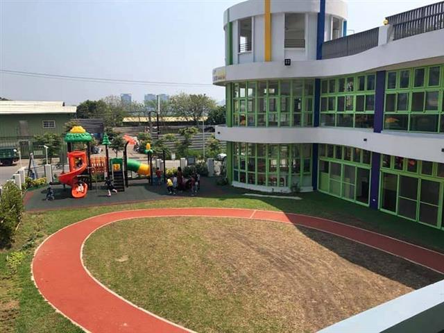 聖奇幼兒園擁有500多坪超大校園,其中操場就佔了300多坪。(林寶雲提供)