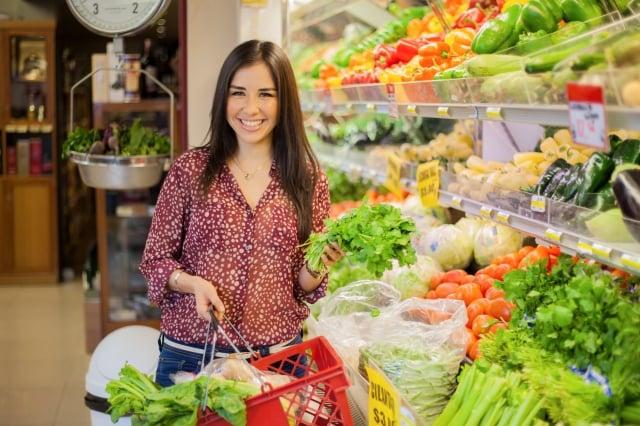 頻繁購物可減少食物浪費,也能享用更新鮮的食材。(Fotolia)