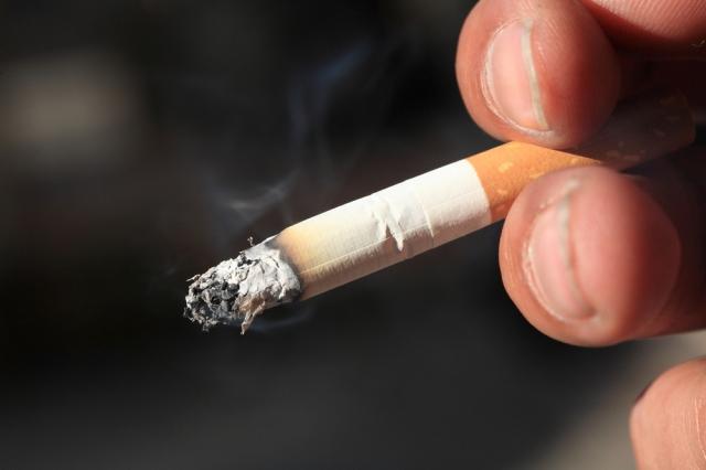 近期有日本公司宣布:「不抽菸員工可以多6天年假。」(大紀元圖片庫)