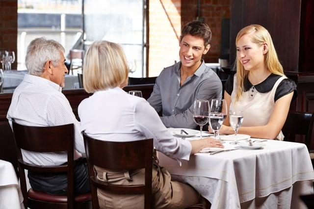 取得父母的祝福,帶到你即將成立的家庭裡,這就叫贏在起跑點上。 (Shutterstock)
