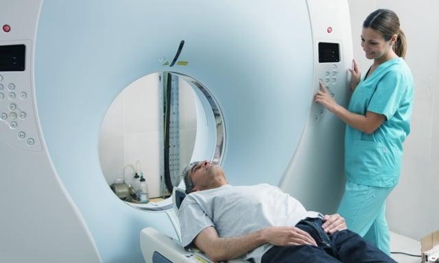 類澱粉蛋白正子造影為目前診斷阿茲海默症的技術之一,準確率達 90%,可輔助醫師診斷與排除失智症疾病種類。(shutterstock)