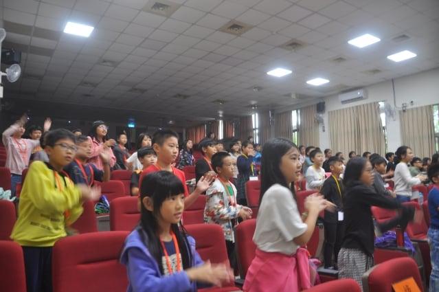 小朋友大家一起跳《悠遊漢字歌》動動操。