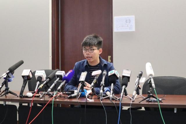 香港警方稱可從東歐、中國等地進口裝備,黃之鋒29日表示,將討論如何阻止。圖為黃之鋒資料照。(記者駱亞/攝影)