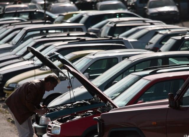 近日經濟部預告新版汽車買賣定型化契約,將參考美國法令,將檸檬車條款入法。(BORYANA KATSAROVA/AFP via Getty Images)