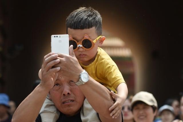 有的手機應用程式,在沒有任何使用協議的情況下,私自收集人臉數據。示意圖。(Getty Images)