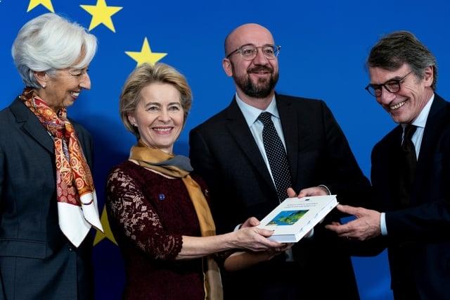 歐盟新任主席范德賴恩(左2)12月1日正式上任。(AFP)