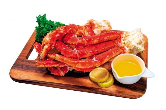 在服藥期間忌食腥羶之物外,還應少吃雞、羊、豬頭肉、蟹、鵝肉等發物。(shutterstock)