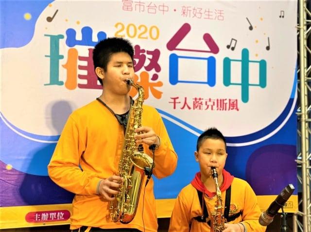 市府文化局11日舉辦宣傳記者會,啟明學校學生現場演奏聖誕鈴聲。