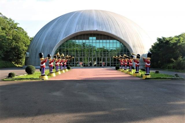穹頂造型,可容納千人活動研習會議廳。(攝影/吳雁門)