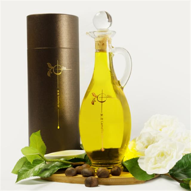 神‧茶油的山茶油採自樹齡將近50的江西婺源油茶樹,茶籽品質優異、營養價值高。(神‧茶油提供)